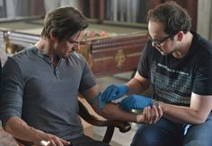 "BATB - Hmmm JT is pretty good at taking Vincent's blood. And I love his t-shirt. So geek. So J.T. Picture 17089 « Beauty And The Beast: ""Date Night"" Images With Pool Fun For Vincent & Cat! 