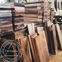 https://flic.kr/p/ubnvdd | Trabajando en cubiertas de #tzalam para mesas de un #bar. #playadelcarmen  #tricasa #woodwork #group #excelenciaencarpinteria