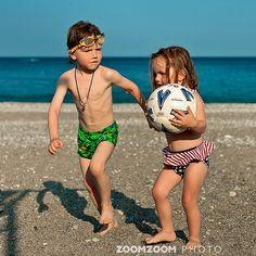 А не поехать ли нам, как футбол закончится в Испанию?? #дети #море #футбол #пляж #kids #baby #beach #football #soccer #ball #children #cute #sea #ocean #spain #sport #family #face #fun #young #instamood #life #love #girl #travel #awesome #travelportrait #zoomzoomfamily