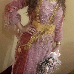 Stunning Kurdish Dress - love the Color. Oriental Fashion, Ethnic Fashion, Jli Kurdi, Rajputi Dress, Party Wear Indian Dresses, Afghan Dresses, Bridal Nails, Girls Dpz, Headgear