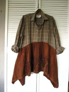 refashion a tunic Upcycle diy jumper to tunic Clothes Refashion, Shirt Refashion, Diy Clothing, Sewing Clothes, Recycled Clothing, Recycled Fashion, Umgestaltete Shirts, Men's Shirts And Tops, Dress Shirts