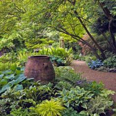 Simple and beautiful shade garden design ideas (28)