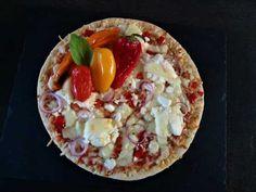 Πίτσα με τέσσερα τυριά και εύκολη ζύμη! Hawaiian Pizza, Vegetable Pizza, Vegetables, Food, Veggies, Veggie Food, Meals, Vegetable Recipes, Yemek