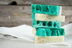 50+ DIY Homemade Soaps that Smell Amazing Handmade Soap Recipes, Handmade Soaps, Diy Soaps, Baby Dekor, Lemon Soap, Soap Tutorial, Oatmeal Soap, Home Made Soap, Soap Making
