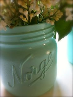 Spary paint the Mason Jar. Norway Food, Our Wedding, Mason Jars, Easy Diy, Graduation, Barn, Glass, Projects, House
