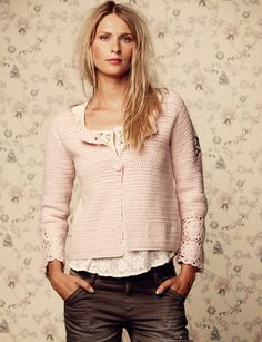Crochet ming jacket i lite rose Knit Fashion, Boho Fashion, Fashion Outfits, Sweaters And Jeans, Cardigans, Boho Life, Crochet Woman, Lovely Dresses, Beautiful Crochet