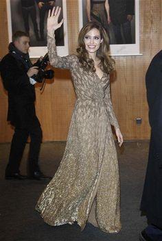 Red Carpet Trend Report: Long-Sleeve Dresses | Gallery | Wonderwall
