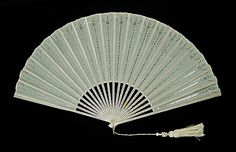 Fourth quarter 19th century, America - Fan - Wood, silk, sequins, mother-of-pearl, metal