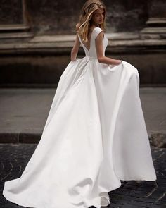 Item Type:Wedding Dresses Back Design:Zipper Silhouette:A-line Built-in Bra:Yes Decoration:Belt Train:Court Train Sleeve Style:Off The Shoulder Fabric:Satin Sleeve Length(cm):Sleeveless is_customized:Yes Dresses Length:Floor-Length Waistline:Natural Neckline:Scoop
