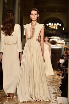 ATELIER Valentino Spring/Summer 2016 - Pleated deep neck so greek <3