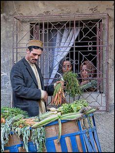 Coisas de Terê — Street vendor, Tangier, Morocco - Hans Proppe on. Casablanca, Tangier Morocco, Marrakech, People Around The World, Around The Worlds, Mekka, Street Vendor, Working People, North Africa
