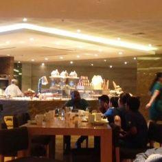 Sisters_in_travel-JW_Marriott_Marquis_DubaI-Kitchen6
