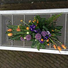 A symetrische voorjaar rouwbloemwerk