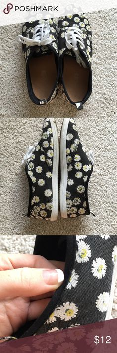 Daisy print tennis shoes Vans look-a-like these daisy print shoes are super cute! they're from Charlotte Russe and are in good condition. Tiny little bit of fraying on the left shoe shown in picture 3. super unnoticeable Charlotte Russe Shoes Sneakers