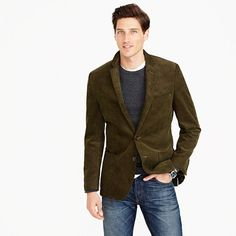 Corduroy Blazer: Pick a simple, yet statement-making blazer for meeting your besties this New Year eve. Putting on a Corduroy Blazer for the New Year night party (and into the morning) will help you kick start your New Year celebration in style! Blazer And T Shirt, Blazer Outfits Men, Mens Blazer Styles, Casual Outfits, Sports Coat And Jeans, Suit Up, Brown Blazer, Sharp Dressed Man, Well Dressed Men Over 50