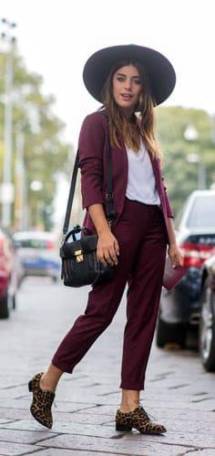 Venden muchos trajes para mujer que están súper cool, y para la prisa son ideales, ya que no tienes que pensar con que pantalón poner el saco o viceversa, simplemente lo tienes y te lo pones