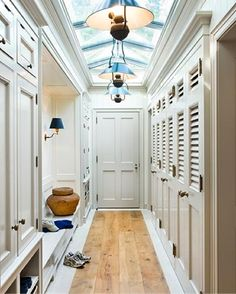 No Mud Room Clutter Here! all time favorite mud room.hate the mud rooms with hooks, baskets. Veranda Interiors, Decoration Entree, Diy Design, Interior Design, Design Ideas, Interior Ideas, Creative Design, Interior Architecture, Ceiling Design