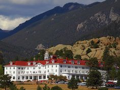 The Stanley Hotel: one of the most haunted hotels in north america, stephen king stayed here and based the shinings 'overlook' hotel on this. Haunted Hotel, Most Haunted, Haunted Places, South Dakota, Wyoming, Nebraska, Estes Park Colorado, Boulder Colorado, Colorado Rockies