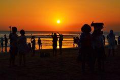Le coucher de soleil sur la plage de Seminyak <3