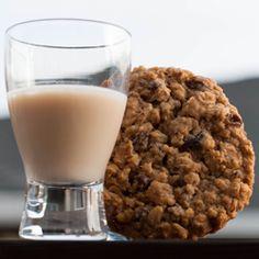 Oatmeal Cookie Shooter (Baileys, butterscotch schnapps, & goldschlager,)
