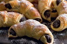 Lúpané rožteky s makom Czech Desserts, Sweet Desserts, Sweet Recipes, Cake Recipes, Czech Recipes, Ethnic Recipes, Hungarian Cookies, European Dishes, Desert Recipes
