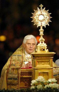 Pope Benedict XVI & Jesus in the Blessed Sacrament