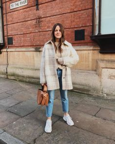 981 Likes, 27 Comments - Kim Turkington Mode Outfits, Trendy Outfits, Fashion Outfits, Fall Winter Outfits, Autumn Winter Fashion, Camisa Vintage, Cold Weather Fashion, My Style, Jeans