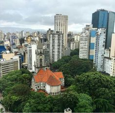 Praça Franklin Roosevelt e ao centro, Igreja da Consolação. São Paulo - Brasil