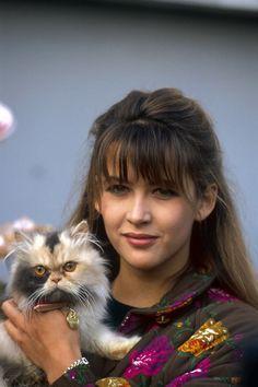 Sophie Marceau em campanha contra o abandono de cães e gatos. 1991