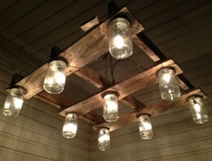 Deckenlampe An up-cycled pallet and mason jars make for a unique light fixture. Outdoor Pallet Projects, Pallet Home Decor, Pallet Crafts, Pallet Furniture, Wood Projects, Pallet Ideas, Diy Crafts, Antique Light Fixtures, Antique Lighting
