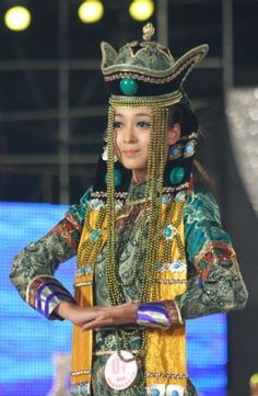Mongolian Costume Showed at New Silk Road Model Competition