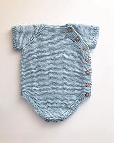 Penúltimo pedido de algodón.... aún hace calorcito, y si refresca ...con una camisita queda 💚 . . . Edit Layette Pattern, Baby Romper Pattern, Easy Baby Knitting Patterns, Baby Patterns, Knitted Baby Clothes, Knitted Romper, Diy Crafts Knitting, Diy Bebe, Baby Cardigan