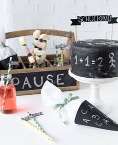 Chalkboard ideas for schooling - Emma's favorite pieces - Graduation pictures,high school Graduation,Graduation party ideas,Graduation balloons Graduation Balloons, Graduation Diy, Graduation Celebration, Graduation Party Invitations, High School Graduation, Graduation Photos, Diy Invitations, Graduation Parties, Party