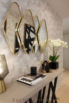 A modern entryway decor is a perfect opportunity to surprise your guests.You can create a sleek and luxurious design with statement pieces. Home Decor Furniture, Home Decor Bedroom, Living Room Decor, Furniture Design, Home Room Design, Home Interior Design, House Design, Hallway Decorating, Interior Decorating