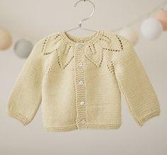 Ravelry: Foglie su legaccio - Leaves of garter stitch pattern by Barbara Ajroldi Baby Knitting Patterns, Baby Sweater Patterns, Knitting For Kids, Baby Patterns, Knitted Baby Cardigan, Knit Baby Sweaters, Tricot Baby, Diy Bebe, Pulls