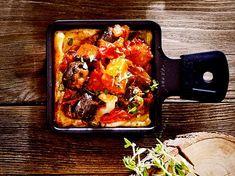 Racletterie: Kürbis-Ratatouille-Pfännchen Rezept | LECKER #raclette #rezepte Ratatouille, Lasagna, Curry, Food And Drink, Pork, Chicken, Meat, Ethnic Recipes, Raclette Fondue