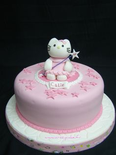 Hello Kitty star cake
