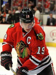Mon équipe favori d'hockey est les Chicago Blackhawks. Mon joueur favori est Jonathan Toews. J'adore regarder le NHL, et j'aussi aime regarder les Maple Leafs de Toronto.