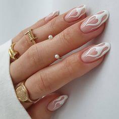 These nail art designs are flaming hot, and we're sweating. / Image @thehotblend Edgy Nails, Chic Nails, Funky Nails, Stylish Nails, Swag Nails, Flame Nail Art, Nail Jewelry, Fire Nails, Minimalist Nails
