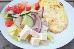 Vi gjorde en laxrätt när vi var nere i stugan som jag måste skriva om. Den blev ruskigt god- och tog inga många minuter att förberada. Gillas verkligen! Det här behöver du : 4 portionsbitar lax Till såsen : 5 dl creme fraiche 200 gram fetaost eller grekiskost 2 vitlöksklyftor … Läs mer Cobb Salad, Potato Salad, Potatoes, Fish, Ethnic Recipes, Potato, Pisces