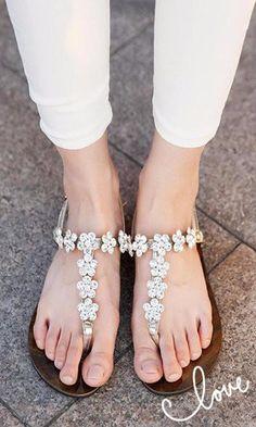 Beaded Flower Shiny Clip Toe Buckle Flat Retro Sandals