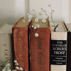 decorating with old books Book Aesthetic, Aesthetic Vintage, Aesthetic Pictures, Old Books, Vintage Books, D House, Book Photography, Bookstagram, Wall Collage