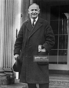 Hungarian-American escapologist Harry Houdini (1874 - 1926), circa 1925.