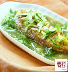Steamed Fish With Ginger and Spring Onion My Favorite! Never miss to eat it whe. Steamed Fish With Ginger and Spring Onion My Favorite! Never miss to eat it when I& back home! Chinese Steamed Fish, Chinese Seafood Recipe, Chinese Food, Veggie Side Dishes, Fish Dishes, Seafood Dishes, Shellfish Recipes, Seafood Recipes, Asian Recipes