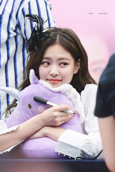 Fans are gonna be crazy with these pretty photos of BLACKPINK Jennie - Sexy K-pop Kpop Girl Groups, Korean Girl Groups, Kpop Girls, Blackpink Jennie, Yg Entertainment, Rapper, Black Pink Kpop, Blackpink Photos, Blackpink Jisoo