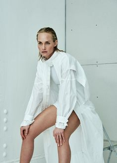 Amber Valletta Fronts 'White Issue' Lensed By Mario Testino For Vogue Ukraine April 2017 — Anne of Carversville Uk Fashion, White Fashion, Fashion Photo, Fashion News, Vanity Fair, Amber Valletta, British Fashion Awards, Mario Testino, Oscar Party