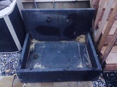 no room for an outside shower. going to use this old sink as a foot wash station Outdoor Garden Sink, Foot Wash, Beach Feet, Old Sink, Repurposed Items, Backyard Projects, Beach House Decor, Keep It Cleaner, Shower