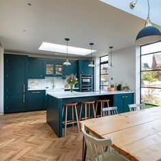 Kitchen Tips: How To Design Your Dream Kitchen — Herringbone Kitchens Studio Kitchen, New Kitchen, Kitchen Interior, Kitchen Dining, Open Plan Kitchen Living Room, Open Plan Living, Classical Kitchen, High Ceiling Living Room, Kitchen Utilities