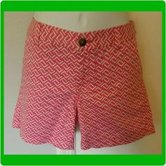 Merona pink patterned shorts -pockets in front and back -30 inch waist  -8 inch rise -5 inch inseam -100% cotton -In great condition Merona Shorts Jean Shorts
