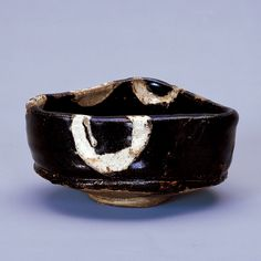 織部沓形茶碗 桃山時代(17世紀) 口径12.4 高6.4 池田コレクション 七尾市美術館